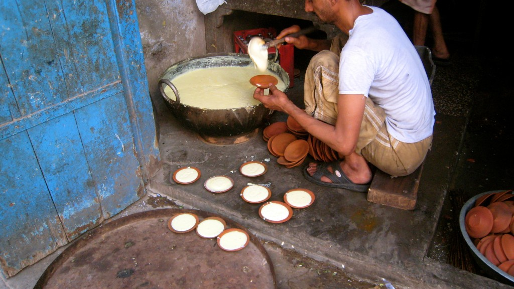 phirni in earthen ware bowls