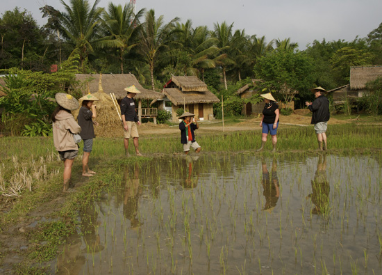Laut Lee talks about water management and weeding when growing rice