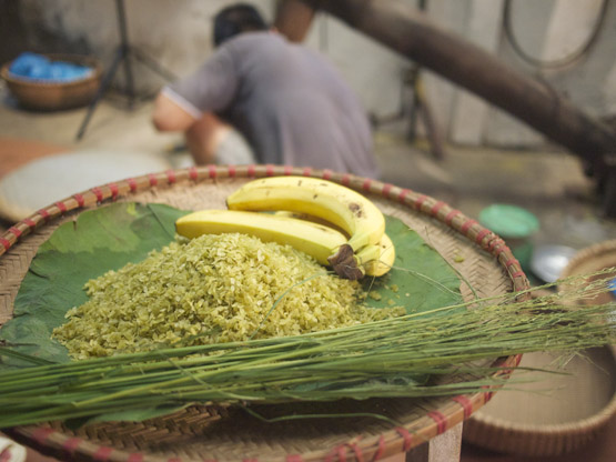 Young green rice goes nicely with bananas